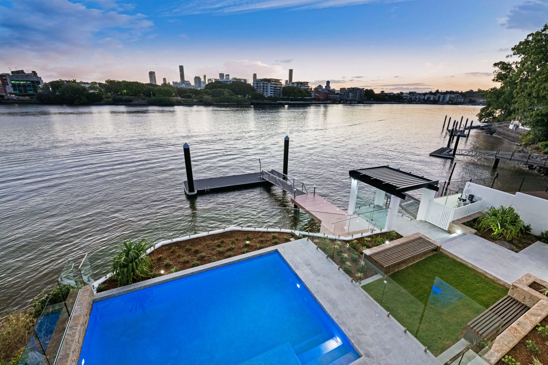 Swimming pool overlooking Brisbane River